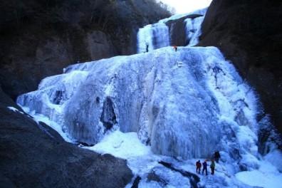 Fukuroda Falls in Winter  (Picture from http://visitibaraki.net/)