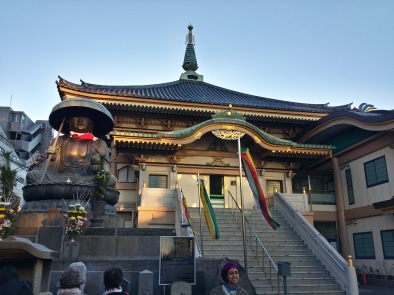A temple outside Jizo-Dori, dedicated to the 6 Jizos... I'm not quite sure about the history.. >_<