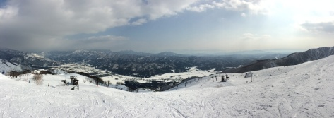Be amazed by the beauty of snow-white Hakuba